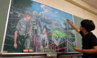 日本学生手绘《你的名字。》黑板画