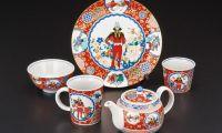 日本传统工艺九谷烧推出一套《高达》夏亚陶器