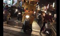 台湾马路惊现皮卡丘骑士 算不算违反交通规则呢?