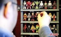"""边塞小城""""漫画英雄""""达人 10年收集千余美漫人物玩偶"""