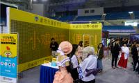 2017合肥第八届动漫欢乐节小鸡快充app展区成为人气展位