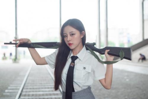 """""""电竞热巴""""李昂,和平精英第一美女现身WCG"""
